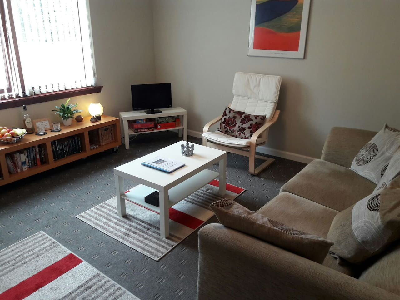 Comfortable cosy sittingroom with freeview tv and free wifi through out.