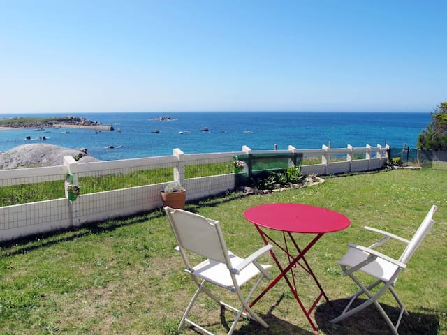 Holiday home in Cléder for 2 persons