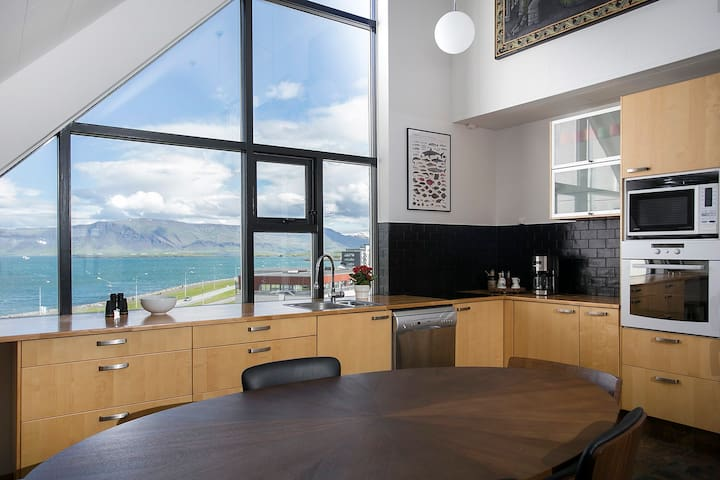 Stunning view - 3 BR apartment in centre