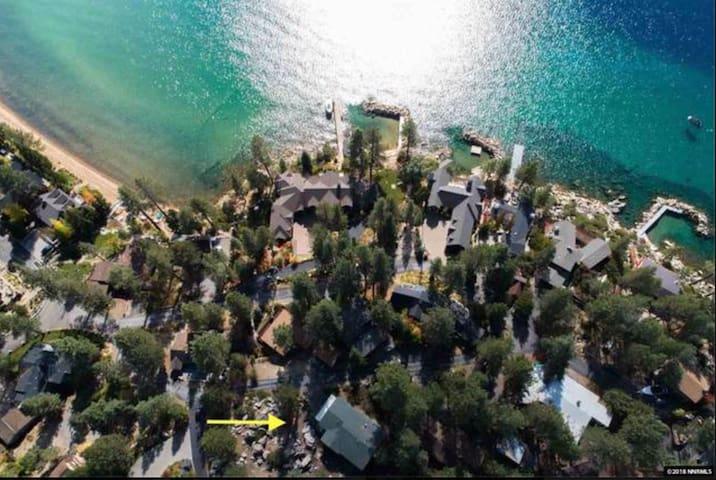 Beach & Ski ~steps to Lake, 5 min to lifts. 4bd