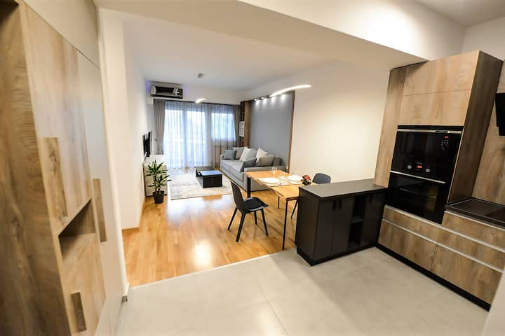 Explore Skopje in Style - Cozy Upscale Apt for two