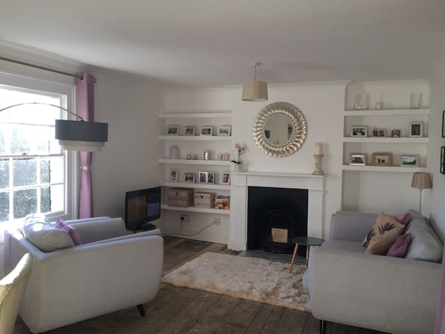 Charming 1 bed home in lovely Wivenhoe