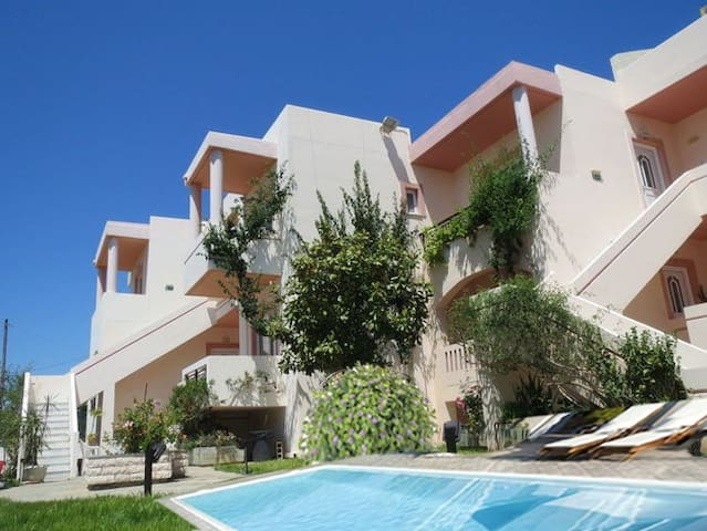 Holiday apartment with new Pool near the Beach - Xamoudochori - Serviceret lejlighed