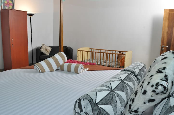 Triple A/C Room - Negombo Village Guesthouse