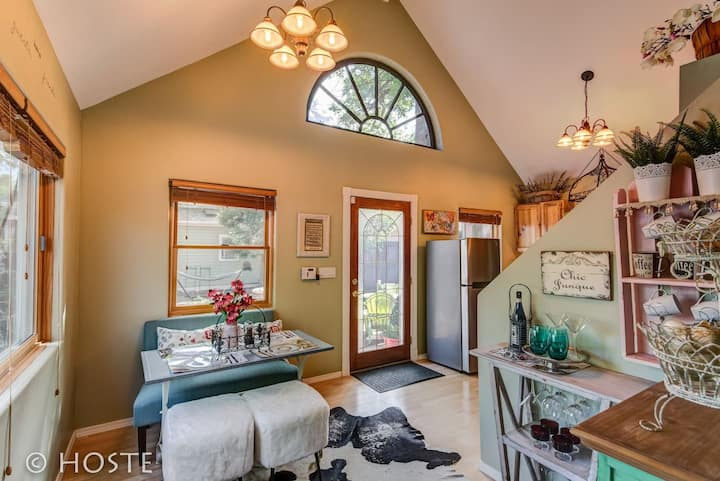 2BR Mid-Term & Corporate Rental♥Chic Boutique