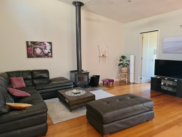 Room & lounge in the heart of beautiful Yarraville