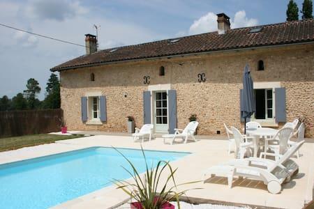Gîte de caractère-piscine chauffée vers Périgueux - Église-Neuve-de-Vergt - House