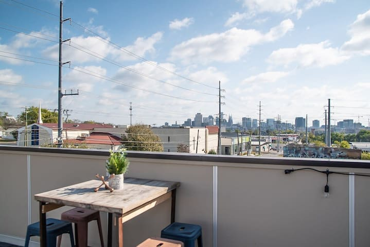 1 BR Apartment!! Just 2 miles to Downtown!