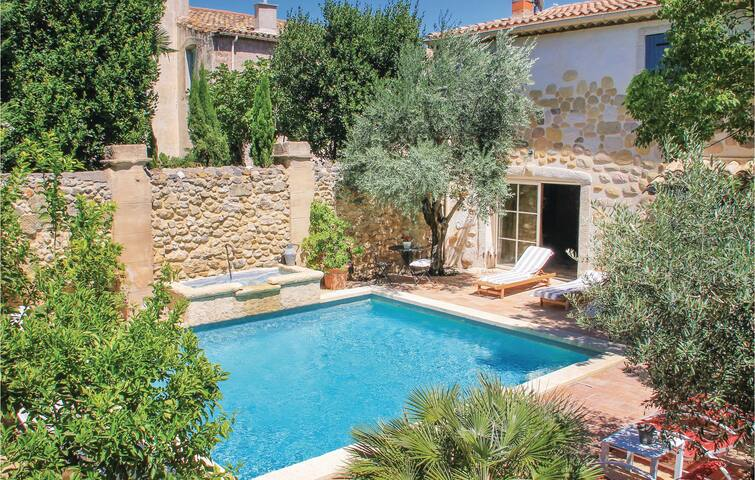 Holiday cottage with 5 bedrooms on 156 m² in Roujan