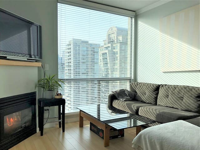 2BD/2BA Yaletown Modern Apt Downtown Free Parking