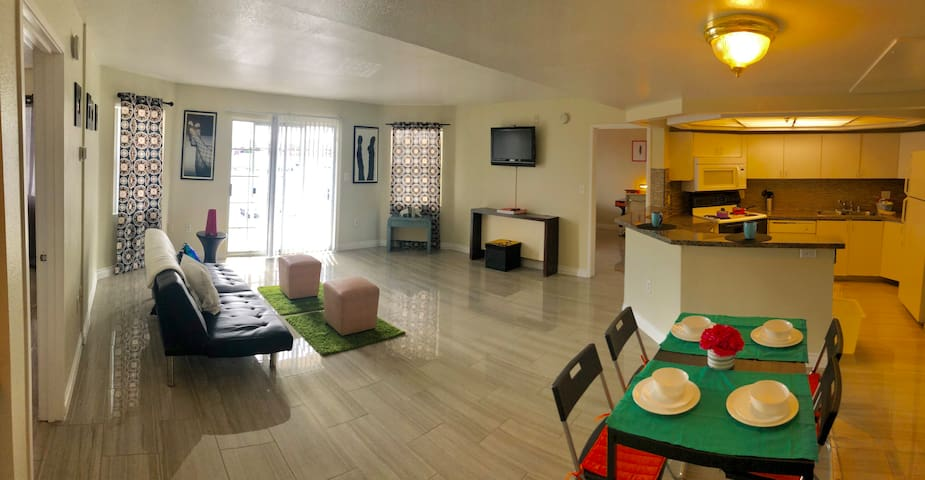 (C303)Gorgeous Apt Near Strip w/Private Balcony!