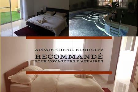 Keur City-chambre priv. n1 avec services hôteliers
