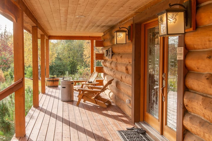 Luxury Log Cabin on Two Wooded Acres