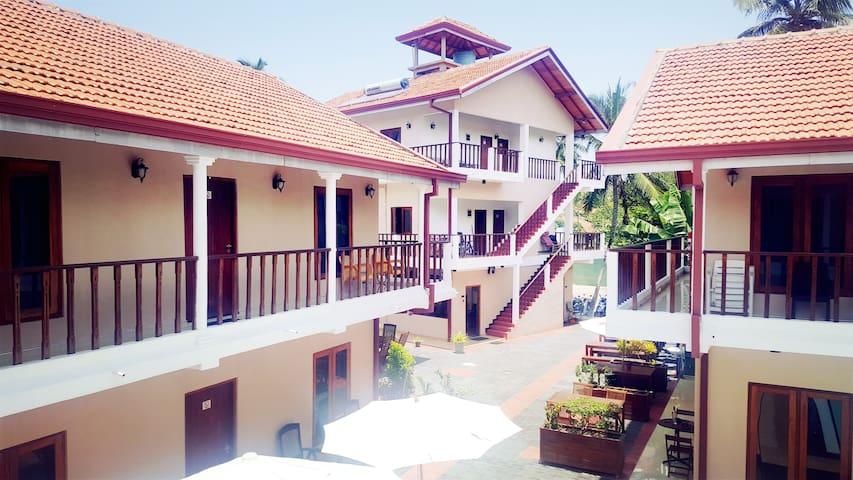 Ronny Cottage Luxury Apartment