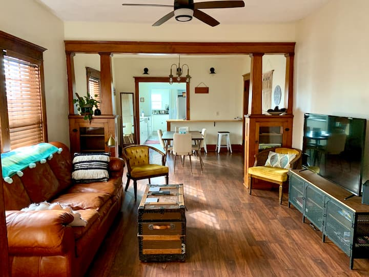 Arts & Crafts Bungalow—easy to Zoo/CHI Cntr/Omaha