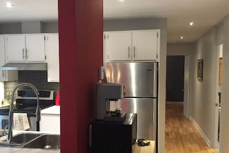 Modern Condo within 5 min from downtown - Apartment