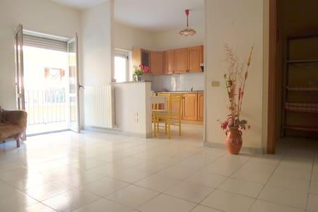 Elegante Appartamento nel centro di Rossano - Rossano Stazione - อพาร์ทเมนท์