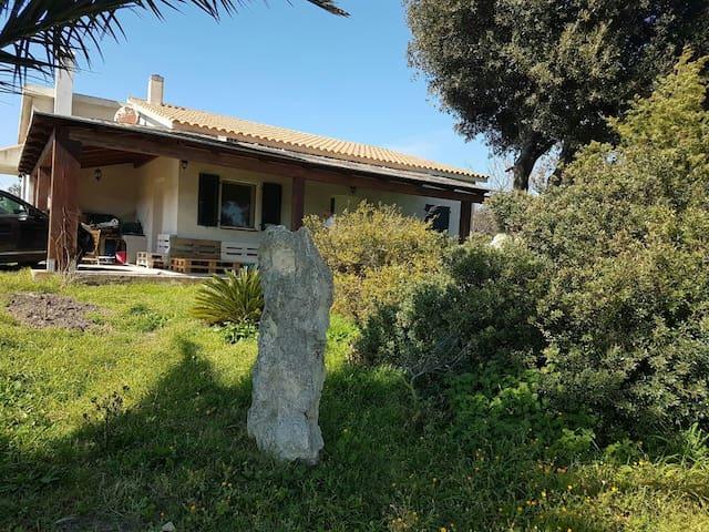 Villa con giardino a 10min dal Mare