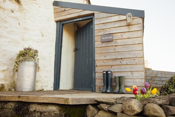 The Dairy Shed, cosy barn conversion nr. Aberaeron