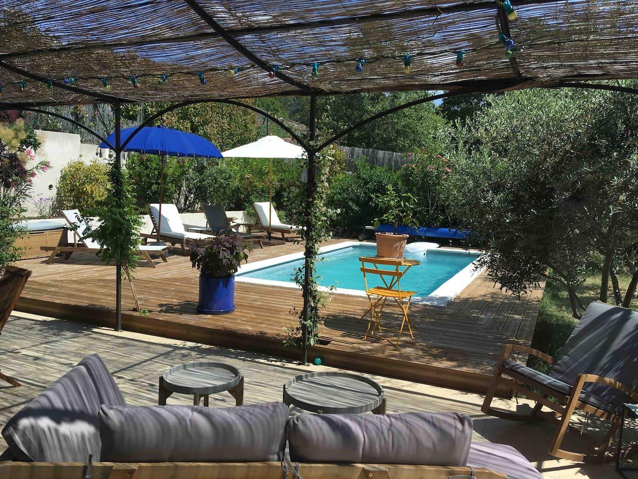 Notre jardin avec piscine