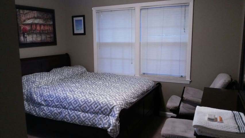 Charming room 4min from CAE airport - West Columbia