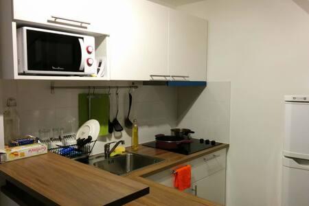 A simple room in sweet duplex, Paris east station - Paris - Apartment