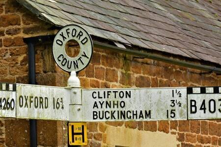 Up market Cotswold stone cottage sleeping  6.