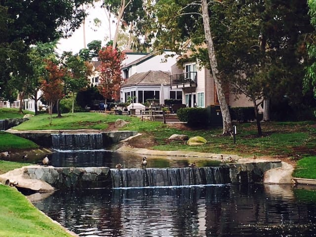 Come home to a little bit of heaven..... - Lake Forest - House