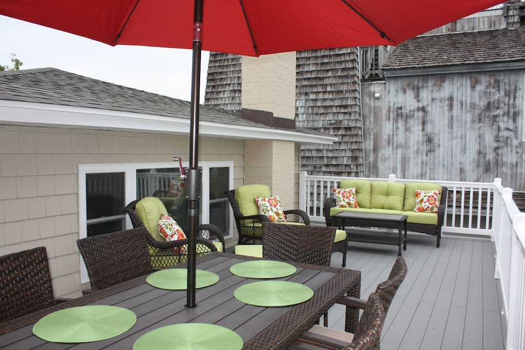 Roof Top deck for entertaining!