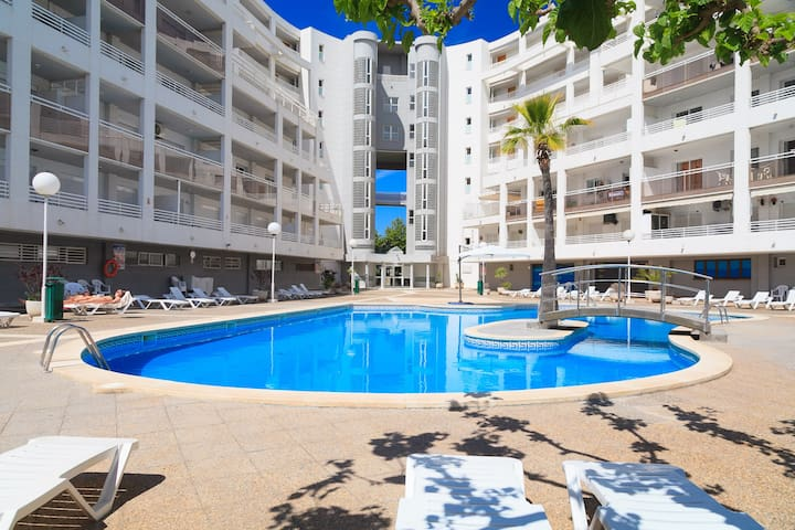 COSY APARTMENT WITH LARGE TERRACE IN THE CENTER OF SALOU S104-199 ROYAL
