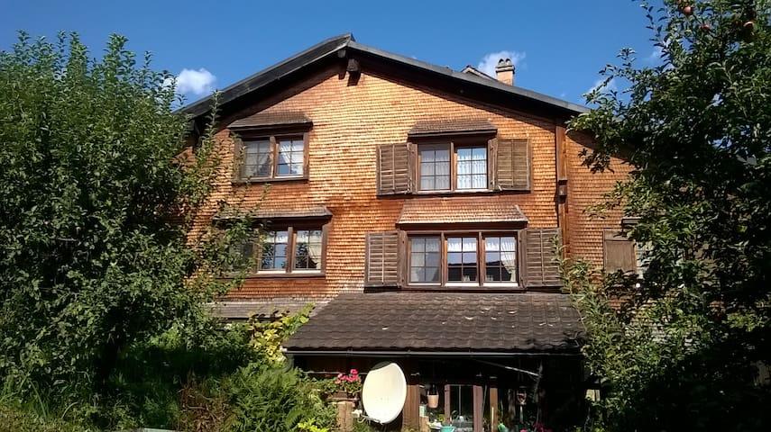 4 1/2-Zimmerwohnung in 500 jährigem Haus