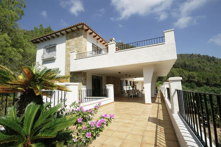 Beautiful villa with stunning view on a huge private property in Pego