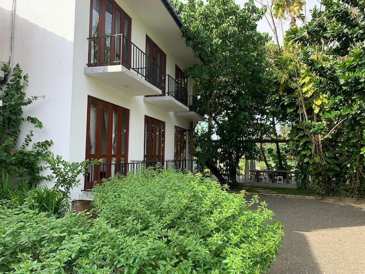 Deluxe 6 Bedroom Villa With Private Lake