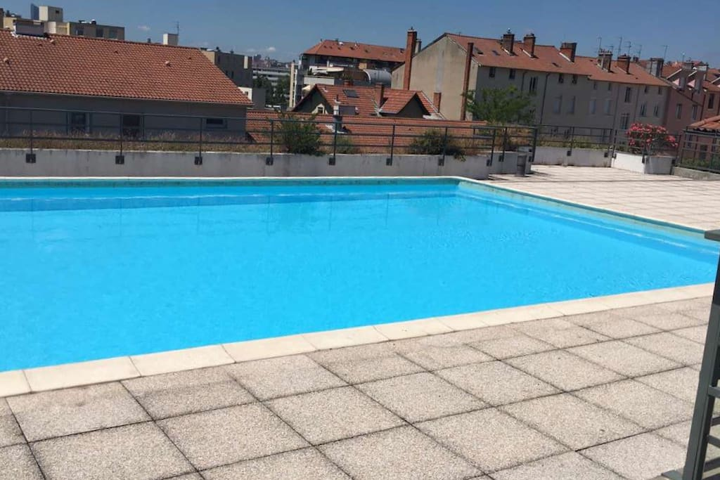 Charmant t2 calme terrasse parking huoneistot for Piscine villeurbanne