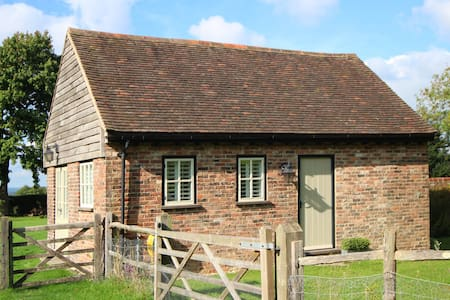 Beautiful Sussex Barn B&B - Bed & Breakfast