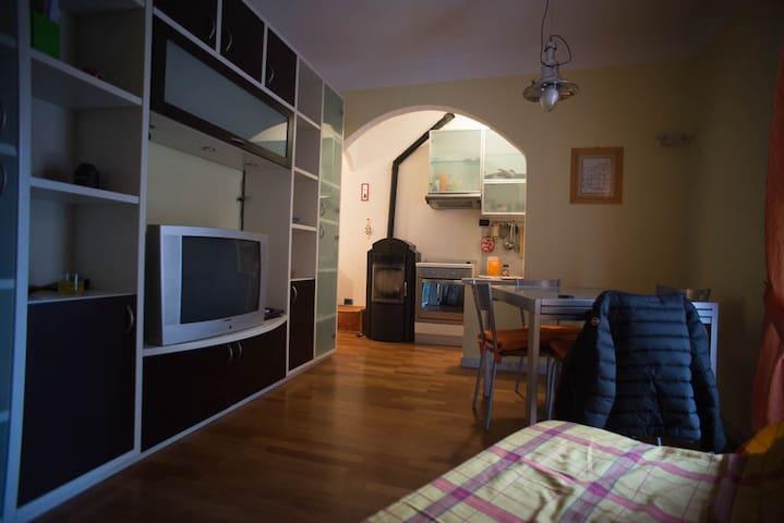 Casa nella piazzetta di Ameglia - Ameglia - Apartment