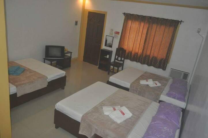 1018 Luxury Hometel (room 3)