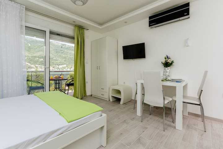 Dream Vacation Apartments- Green Studio - Tivat - Villa