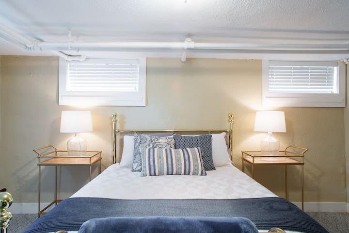 Spacious Clean Capital Hill Garden Level Apartment