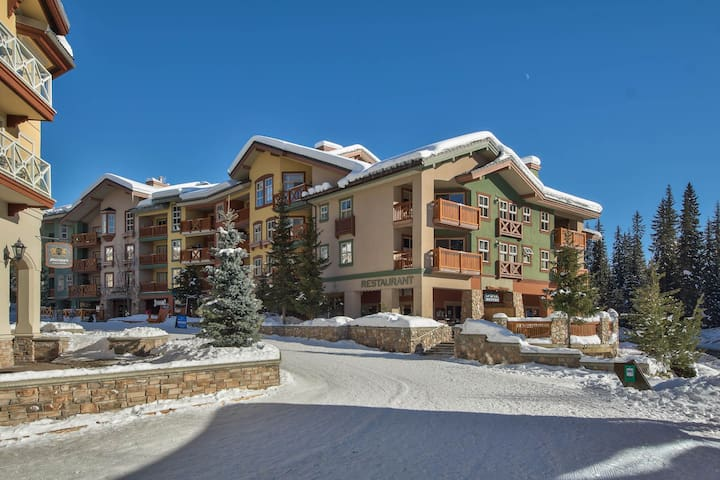 Inner Village!  Fireside Lodge. 1 BR. Ski In/Out