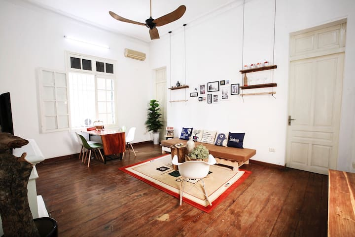 French Colonial Sunny house in center of HaNoi - Hanoi - Huis