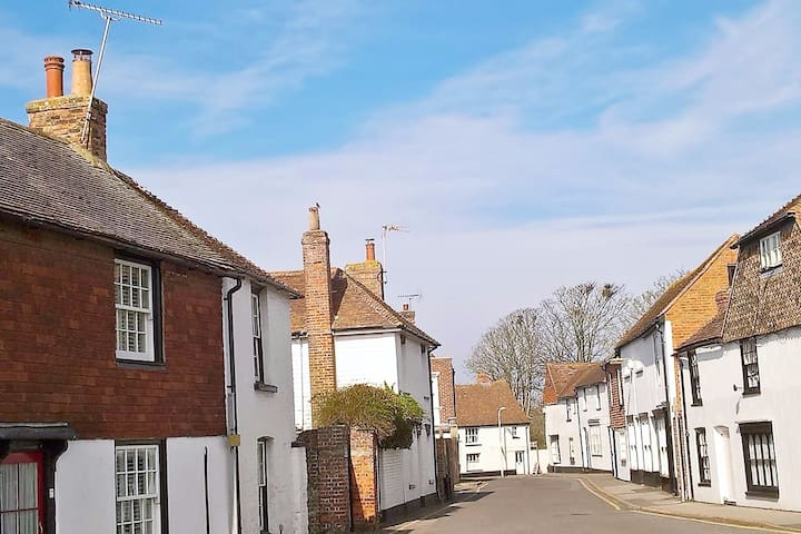 *NEW LISTING* 2 bedroom cottage 7 miles to Rye. 5* - Lydd - Rumah