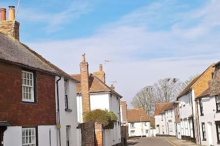 *NEW LISTING* 2 bedroom cottage 7 miles to Rye. 5* - Lydd - Huis