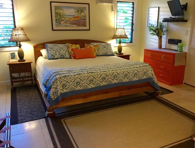 2 room suite w/kitchenette steps to beach sleeps 4 - Koloa - House