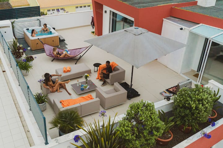 Bica 2, 3 bedroom penthouse w/ jacuzzi in Baleal