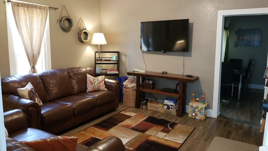 River Walk Retreat (420 & dog friendly)