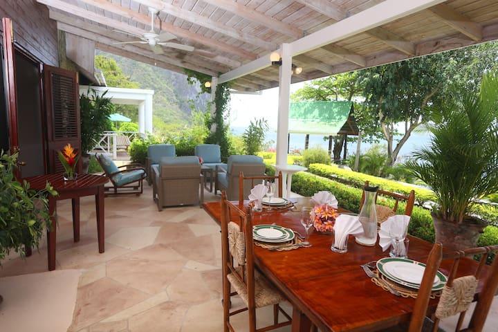 Spacious villa: Families & Couples - Soufriere - Villa