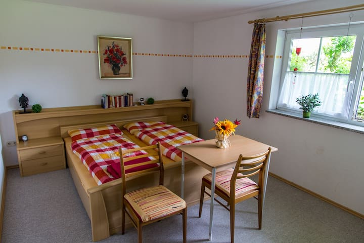 Nice and quiet guest room - Kutzenhausen - Huis