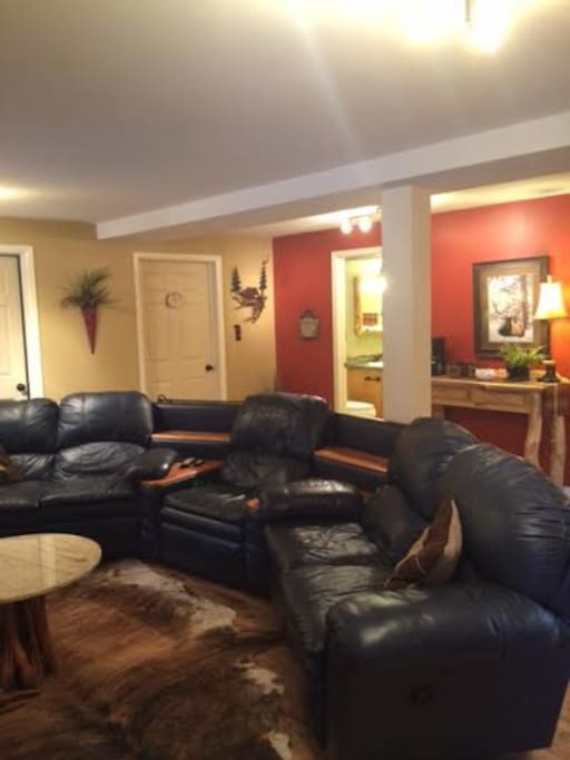 Common Great Room w/ large screen TV, WIFI & coffee bar