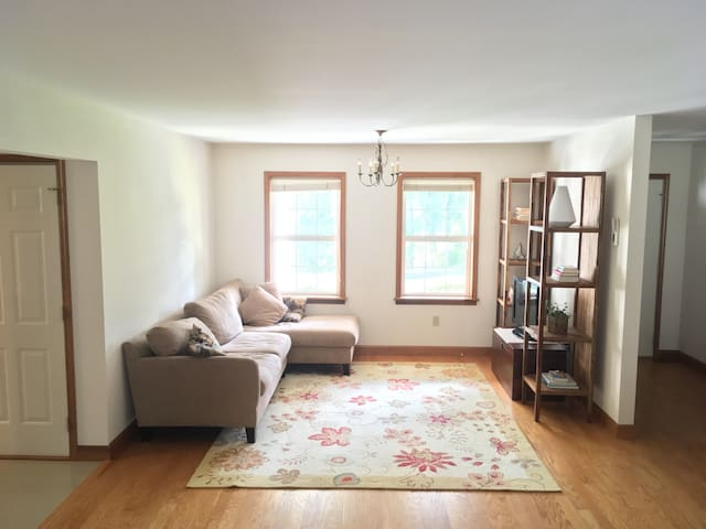 Spacious private room close to Hershey med